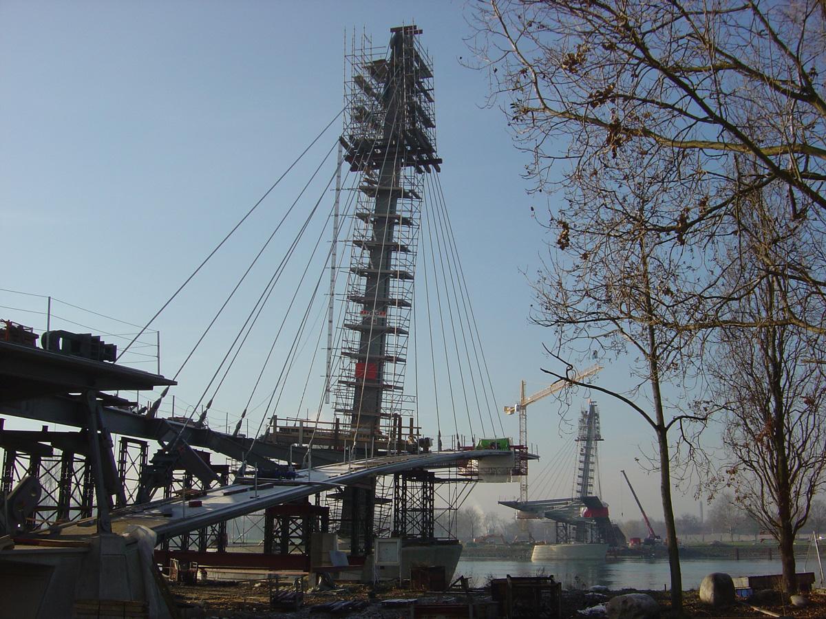 str-kehl-12dec2003-065-l
